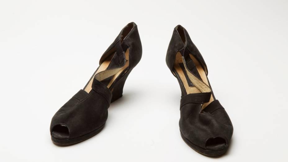 Sandálias usadas pela sobrevivente Florence Jones no dia do atentado de 11 de setembro de 2001