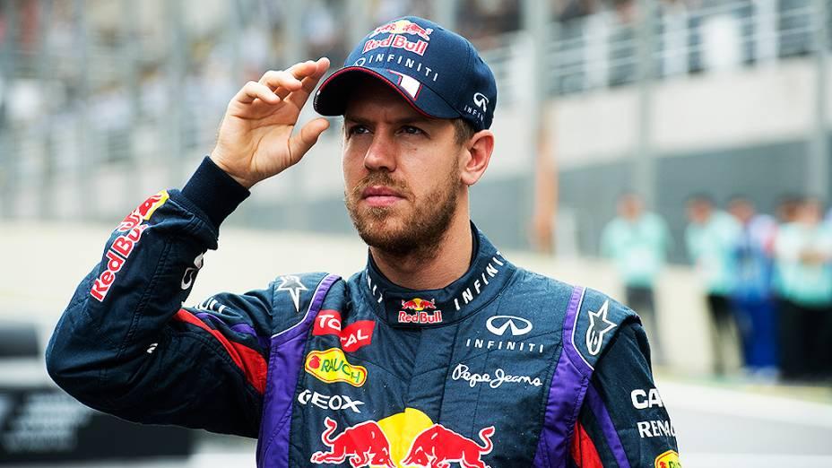 Sebastian Vettel se prepara para a corrida no circuito de Interlagos, em São Paulo