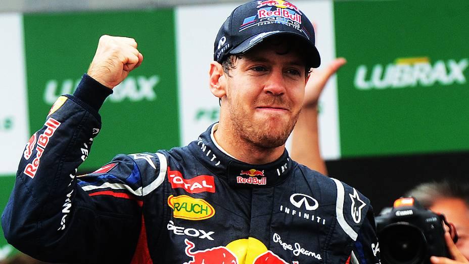 Vettel comemorando a vitória no GP do Brasil 2012, no Autódromo de Interlagos