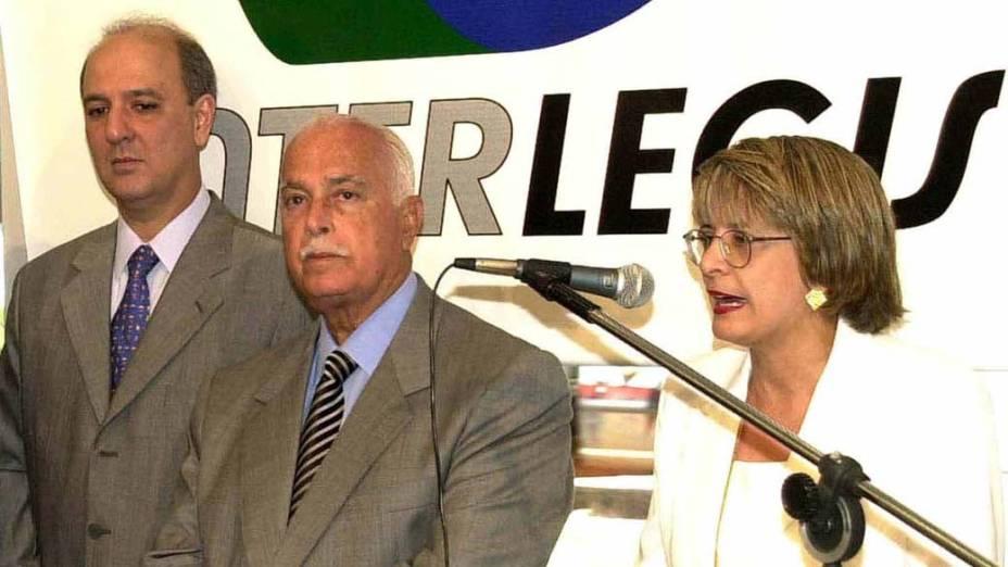 Regina Célia Borges discursa na solenidade de inauguração do Interlegis, sistema que interliga todas as assembleias estaduais ao Prodasen, ao lado de Antônio Carlos Magalhães e José Roberto Arruda, em 13/02/2000