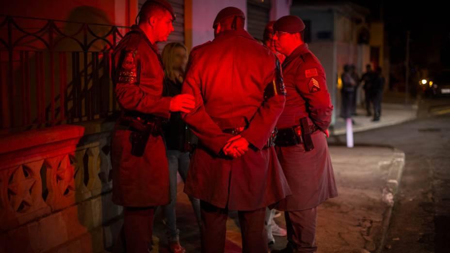 Local onde um policial militar foi baleado enquanto comprava lanche em um comércio na rua Etelvina, na Penha, em 14/11/2012