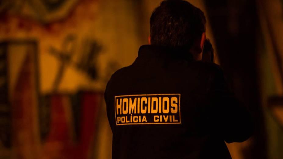 Equipe investiga local onde dois homens foram mortos no Grajaú, em São Paulo