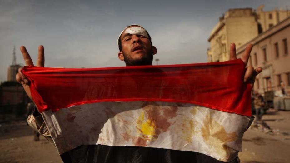Manifestante durante protestos no centro do Cairo, Egito