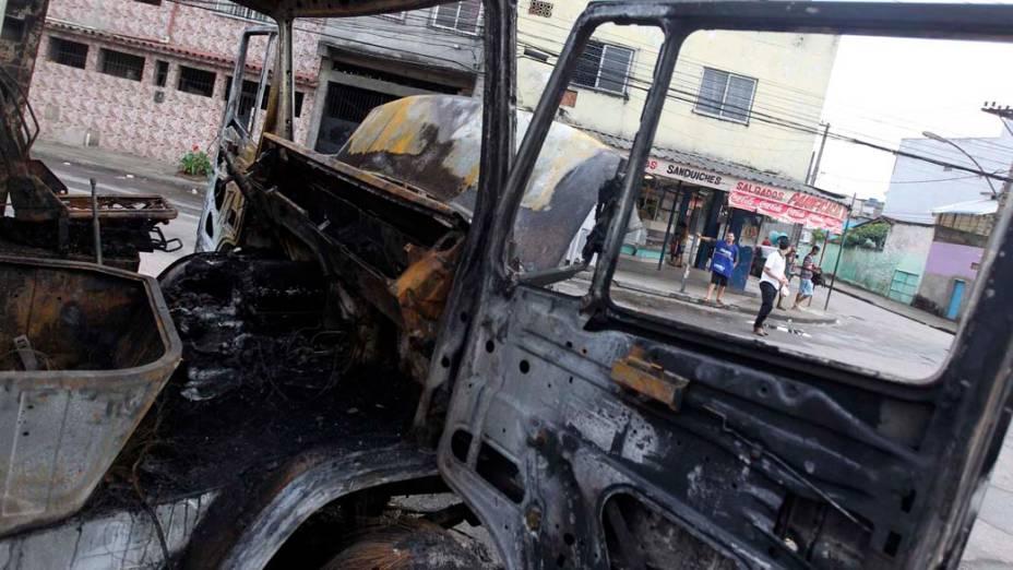 Ônibus queimado no bairro da Penha, Rio de Janeiro