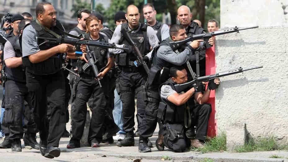 Na quinta-feira, dia 25 de novembro, PM na favela Vila Cruzeiro, Rio de Janeiro
