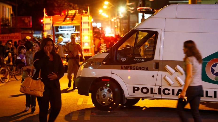 Bombeiros controlam incêndio em ônibus, em Florianópolis