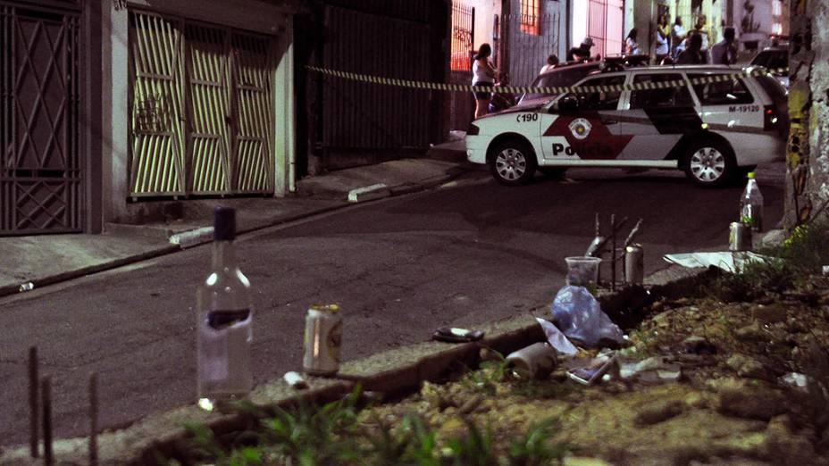 Imagem do local onde cinco homens foram baleados na Rua Bernardo de Lima, na Vila Formosa, durante esta madrugada em São Paulo