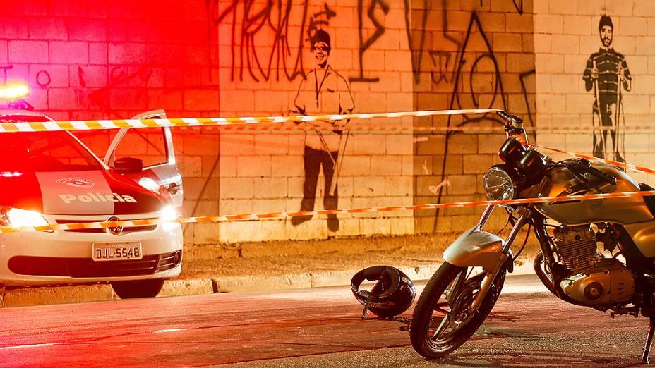 Uma menina de dez anos morreu e um segurança ficou ferido em uma troca de tiros entre um bombeiro e dois suspeitos de roubo, na região do Ipiranga, zona sul de São Paulo