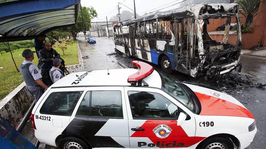 Um coletivo foi atacado no Jardim Tremembé, na Zona Norte de SP, em 12/11/2012