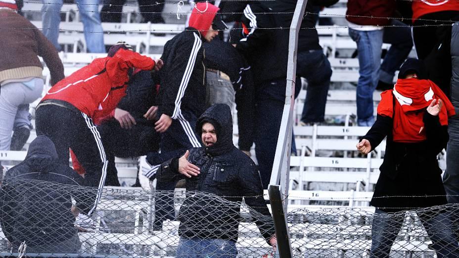 Torcedores do River Plate durante briga