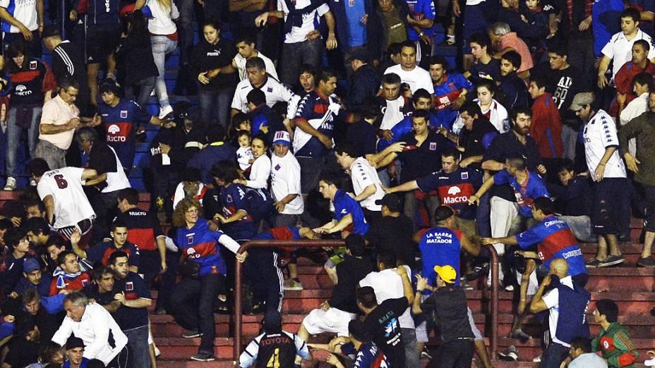 Briga envolvendo torcedores do Tigre