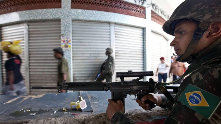 Cerco militar no Complexo do Alemão, Rio de Janeiro - 27/11/2010