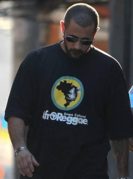 José Junior, coordenador do AfroReggae, após orientar os traficantes do Complexo do Alemão a se renderem, no Rio de Janeiro - 27/11/2010