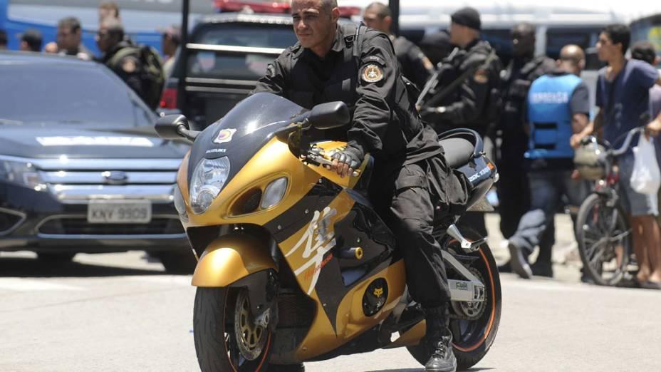 Moto apreendida pela polícia no Complexo do Alemão, no Rio de Janeiro - 28/11/2010