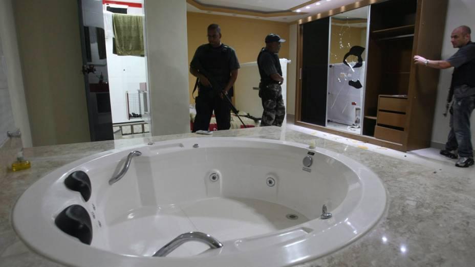 Polícia encontra casa triplex que seria do traficante Pezão, no Rio de Janeiro - 28/11/2010