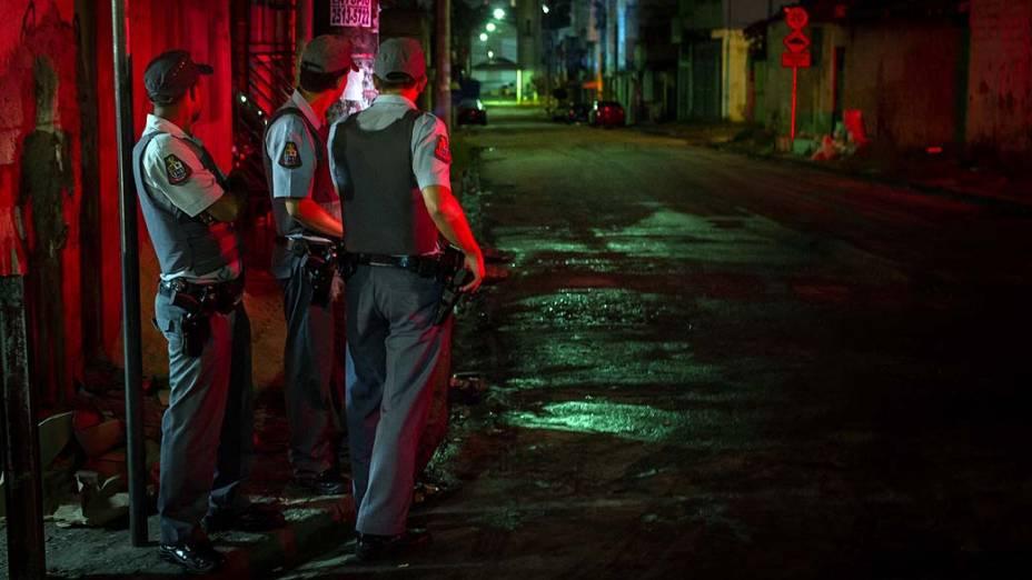 Operação policial nessa madrugada (10/11) onde ônibus foi queimado na Zona Leste, em São Paulo