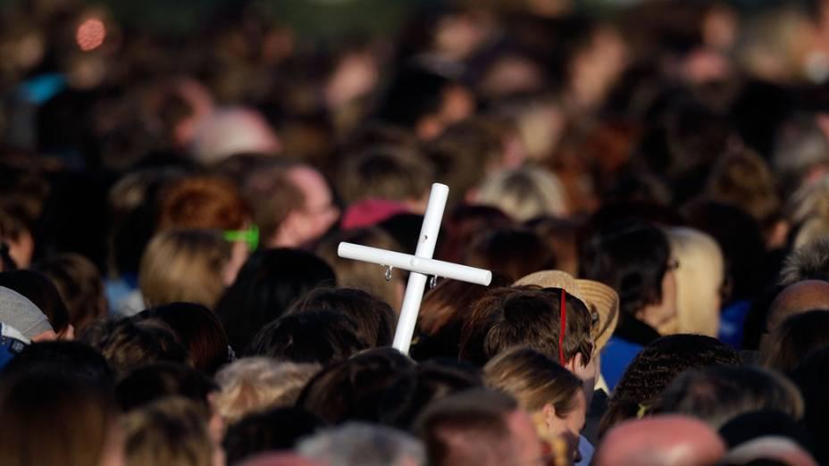 Milhares de peregrinos acompanham a vigília do Papa Bento XVI, no Hyde Park em 18 de setembro de 2010 em Londres.