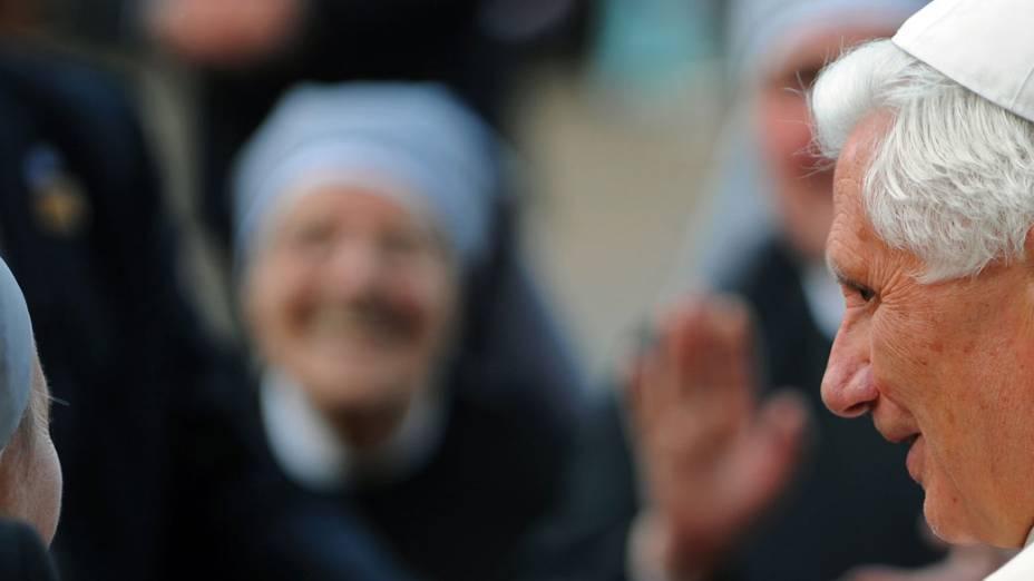 Papa Bento XVI visita o retiro St. Peters para pessoas idosas, durante o terceiro dia de sua visita de Estado em 18 de setembro de 2010 em Londres.