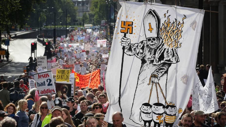 Manifestantes protestam contra a visita do Papa Bendo XVI em Londres. 18 de setembro de 2010.