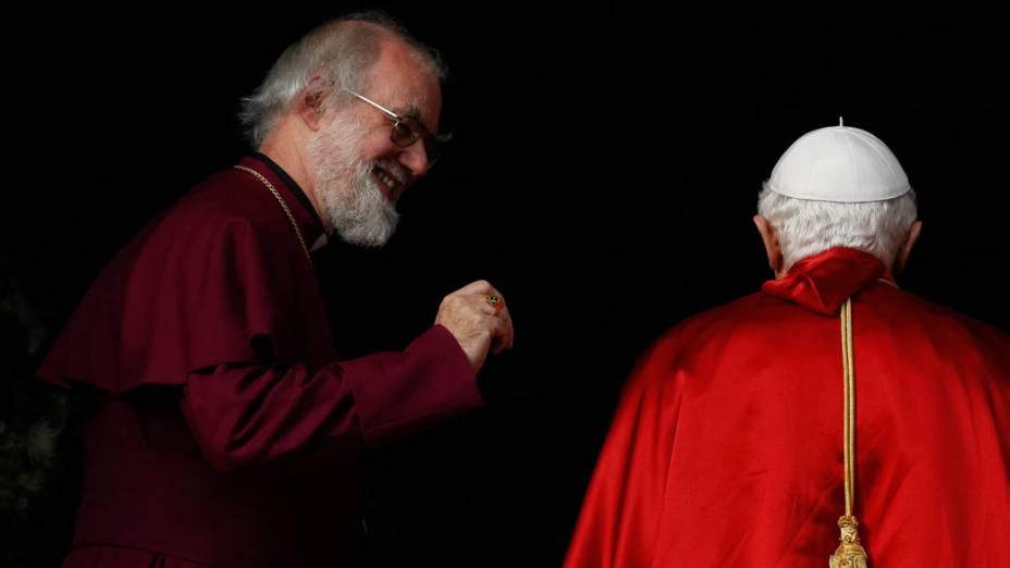 Papa Bento XVI é saudado pelo arcebispo de Canterbury, Rowan Williams, no Lambeth Palace em Londres. 17 de setembro de 2010.