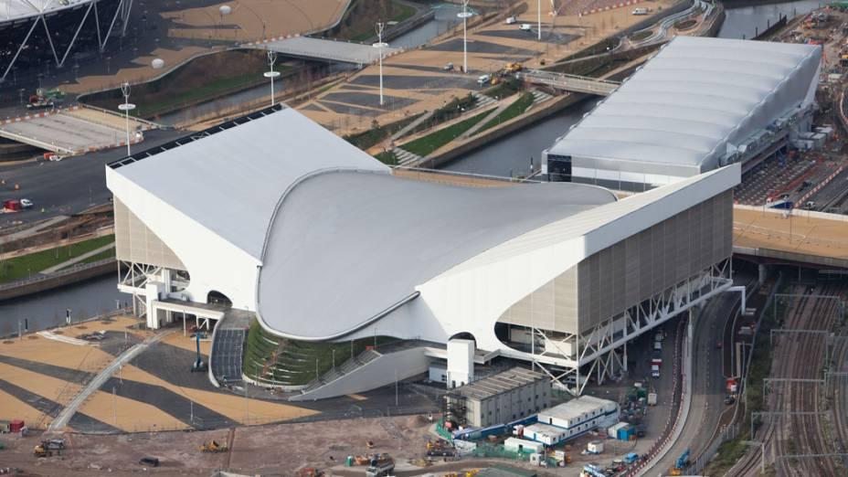 Centro de esportes aquáticos, em vista aérea do Parque Olímpico, em construção para as Olimpíadas de Londres em 2012