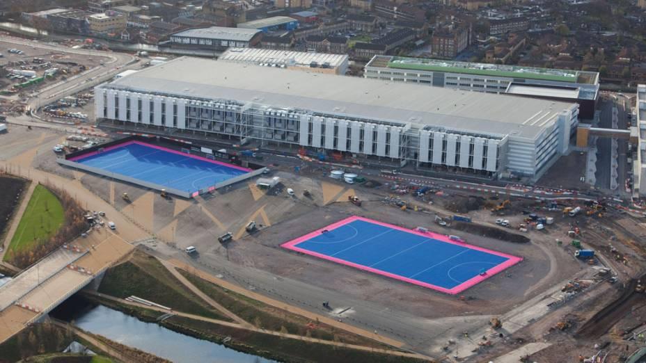 Centro Internacional de Transmissão e campos de hóquei em vista aérea do Parque Olímpico que está em construção para as Olimpíadas de Londres em 2012