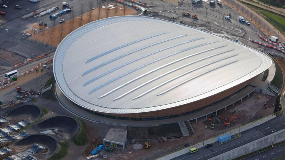 Velódromo em vista aérea do Parque Olímpico que está em construção para as Olimpíadas de Londres em 2012