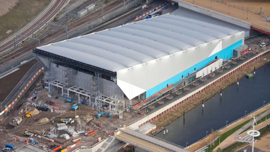 Arena de polo aquático em vista aérea do Parque Olímpico que está em construção para as Olimpíadas de Londres em 2012