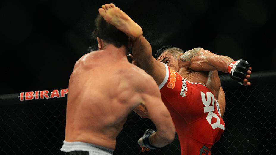 Vitor Belfort e Michael Bisping durante UFC São Paulo no ginásio do Ibirapuera
