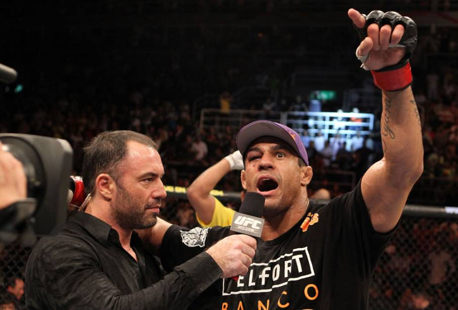 Vitor Belfort comemora sua vitória contra Anthony Johnson, no UFC Rio 2012