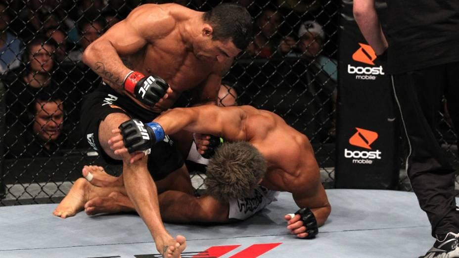 Vitor Belfort nocauteia o japonês Yoshihiro Akiyama ainda no 1º round, durante o UFC 133 - 06/08/2011