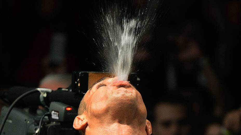 O brasileiro Vitor Belfort vence o americano Luke Rockhold no UFC Jaraguá do Sul, norte de Santa Catarina