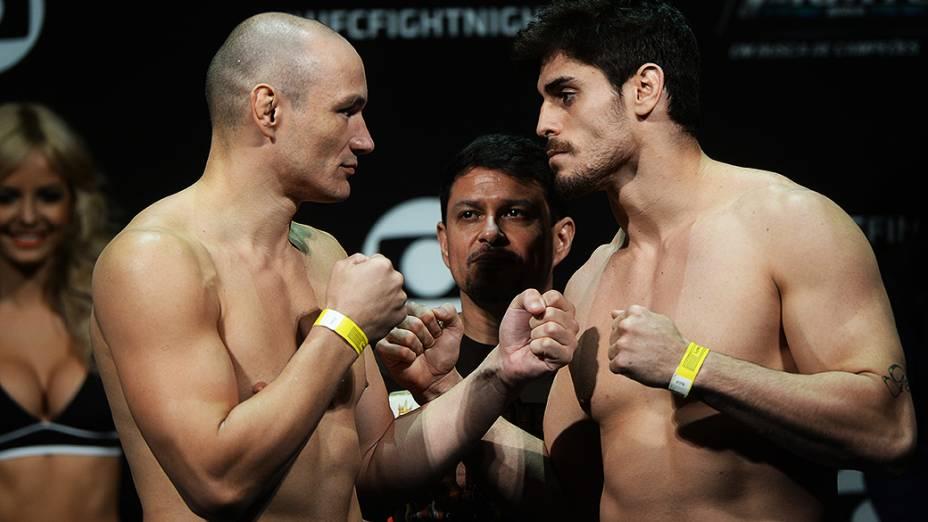 Vitor Miranda e Antônio Carlos durante a pesagem do UFC em São Paulo