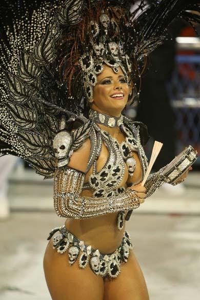 Viviane Araújo desfilou pela Salgueiro, no Rio de Janeiro