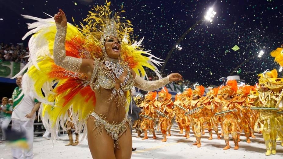 Viviane Araújo, destaque da Mancha Verde, durante a primeira noite de desfiles do Carnaval 2011, em São Paulo<br>  <br>  <br>