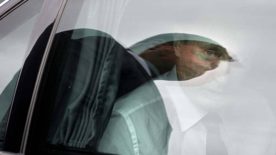 Em Paris, o primeiro-ministro russo Vladimir Putin em seu carro após a inauguração de um monumento dedicado a Segunda Guerra Mundial