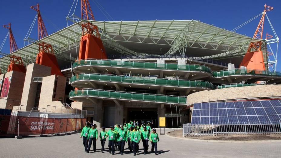 Voluntários no estádio de Nelspruit, na Copa do Mundo de 2010, na África do Sul