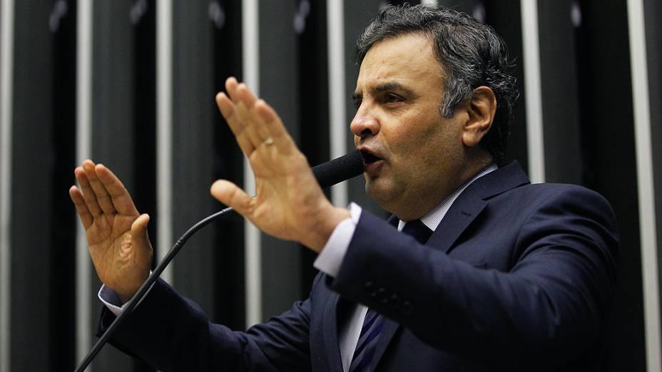 O senador Aécio Neves (PSDB-MG) faz um pronunciamento no Plenário Ulysses Guimarães, na Câmara dos Deputados, em Brasília