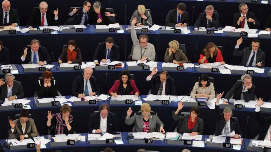 Na Franca, votação no Parlamento Europeu para liberação da contribuição financeira para a cidade espanhola de Lorca que foi atingida por um terremoto