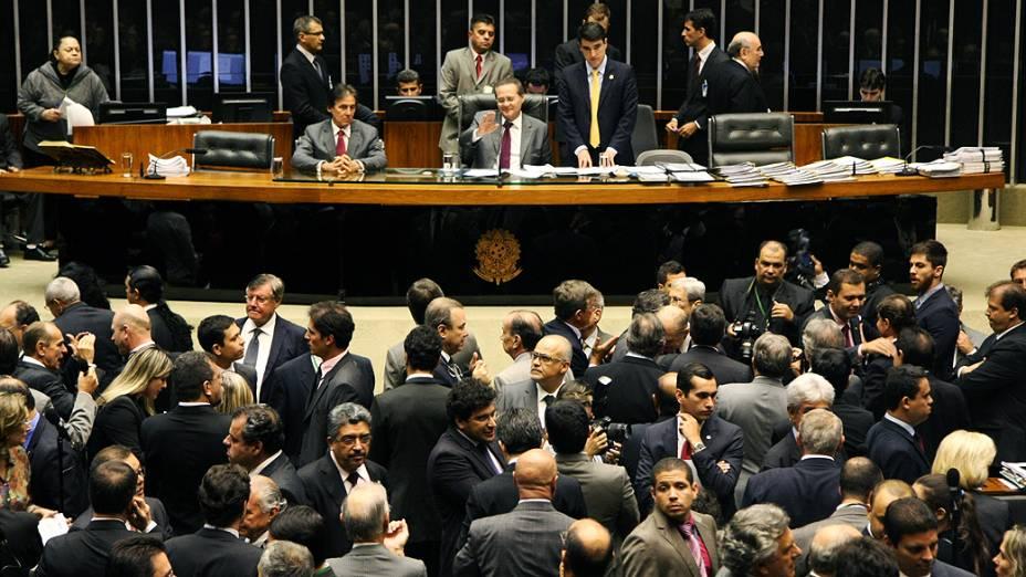O senador Renan Calheiros preside sessão, no Congresso Nacional, para votação dos vetos presidenciais