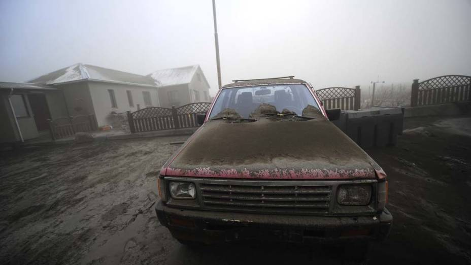 Em abril, a erupção do vulcão Eyjafjallajokul, na Islândia, provocou o cancelamento de voos em diversos aeroportos da Europa por conta da espessa camada de fumaça que expelia