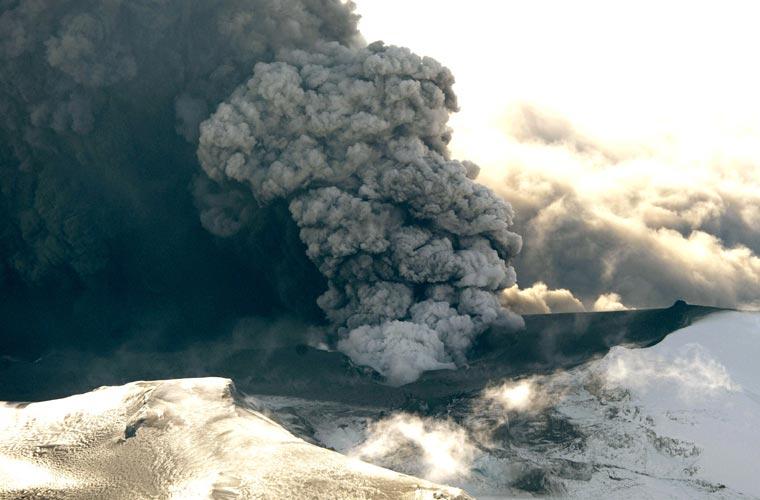 A erupção continua e afeta várias regiões da Europa.