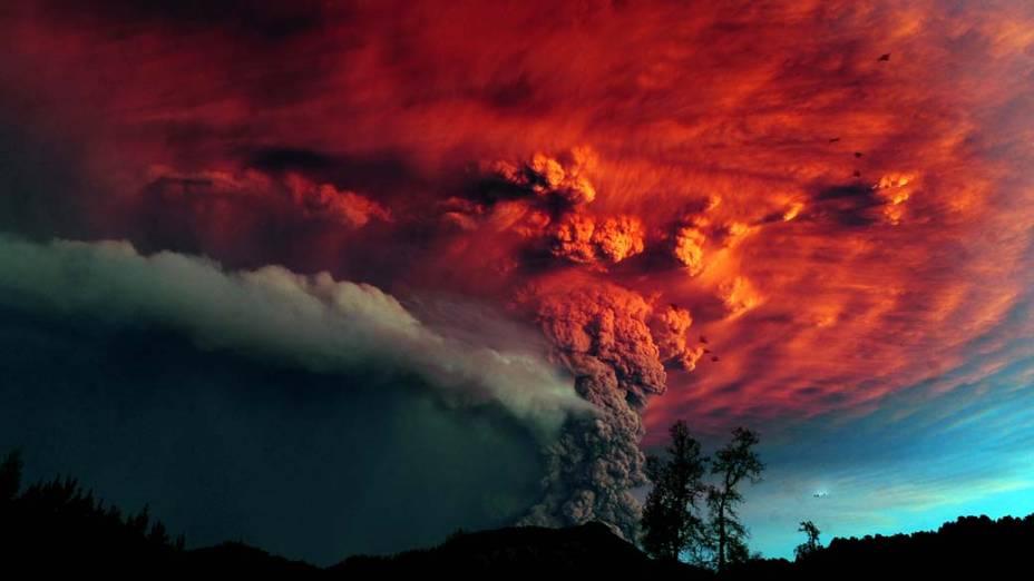 Nuvem de cinzas do vulcão Puyehue vista da cidade de Osorno, Chile