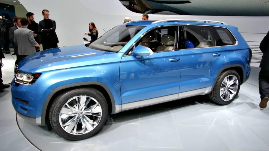 Volkswagen CrossBlue - No Salão de São Paulo foi o jipinho conceito Taigun. Em Detroit, a vez é do jipão híbrido CrossBlue, com capacidade para acomodar seis pessoas em assentos individuais. De acordo com a VW, ele mede 5 m de comprimento e vem com um sistema plug-in associado a um motor a diesel capaz de consumir 37,8 km/l de combustível
