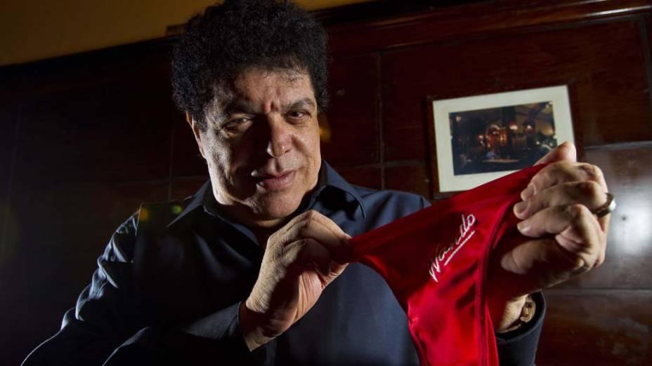 Cantor Wando em foto de divulgação para temporada de shows, em São Paulo