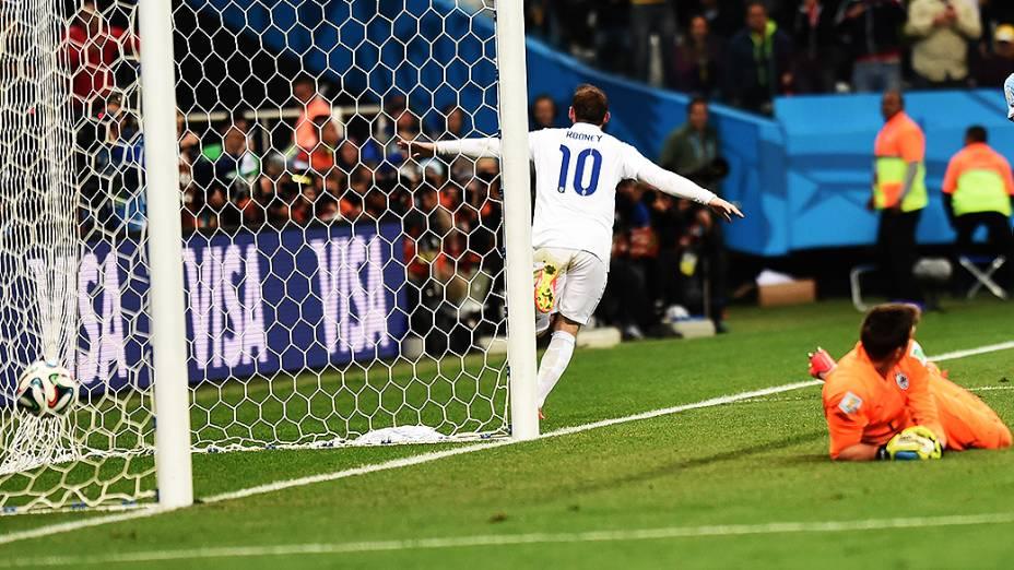 O inglês Wayne Rooney comemora gol contra o Uruguai no Itaquerão, em São Paulo