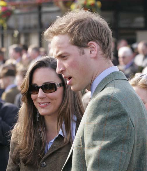 Kate Middleton com o príncipe William em corrida de cavalos no Festival de Cheltenham, março de 2007