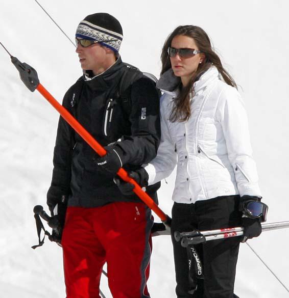 Príncipe William e Kate Middleton em estação de esqui durante as férias, na cidade suíça de Klosters, março de 2008