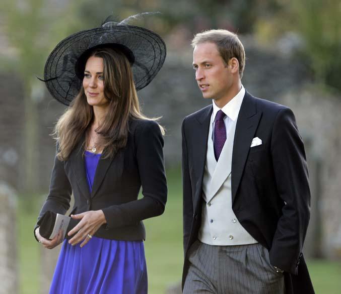 Kate Middleton e príncipe William no casamento de Harry Meade com Rosie Bradfords na igreja de São Pedro, Cheltenham, outubro de 2010