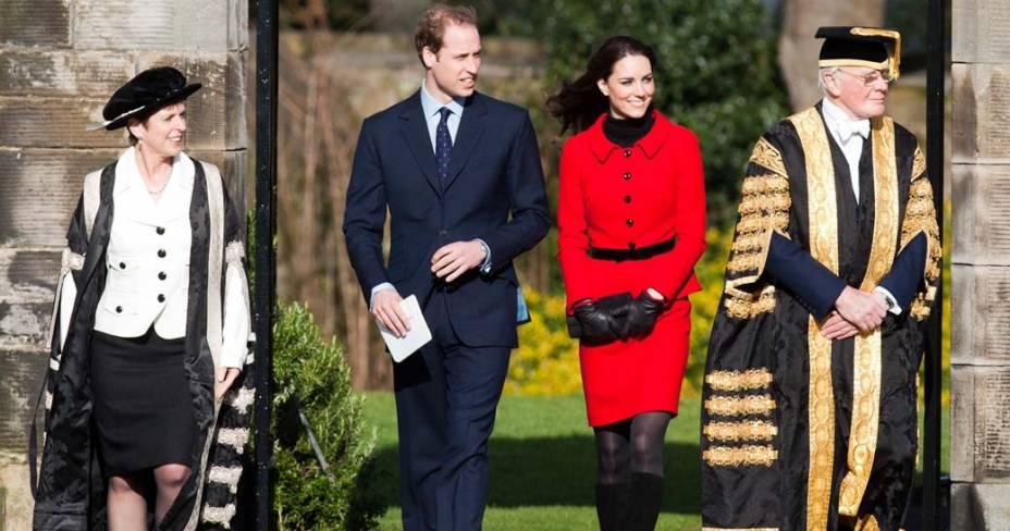 Kate Middleton e príncipe William durante visita da Universidade de St. Andrews na Escócia, fevereiro de 2011